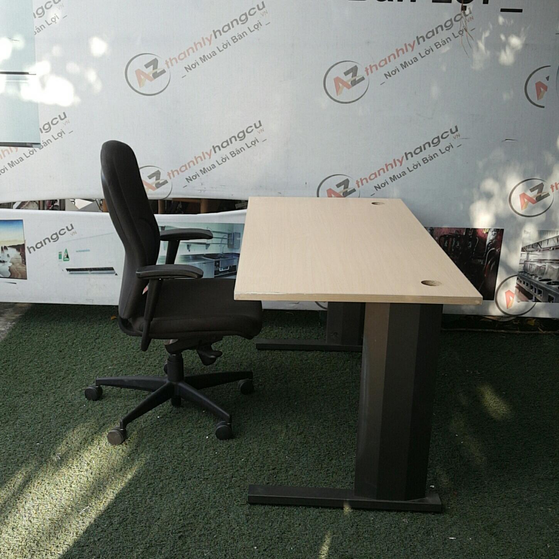 Bàn văn phòng chân sắt 1062