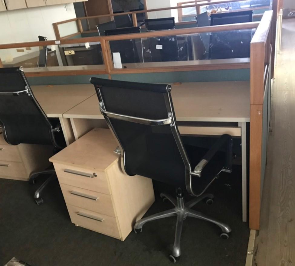 Bàn + tủ văn phòng SP000584