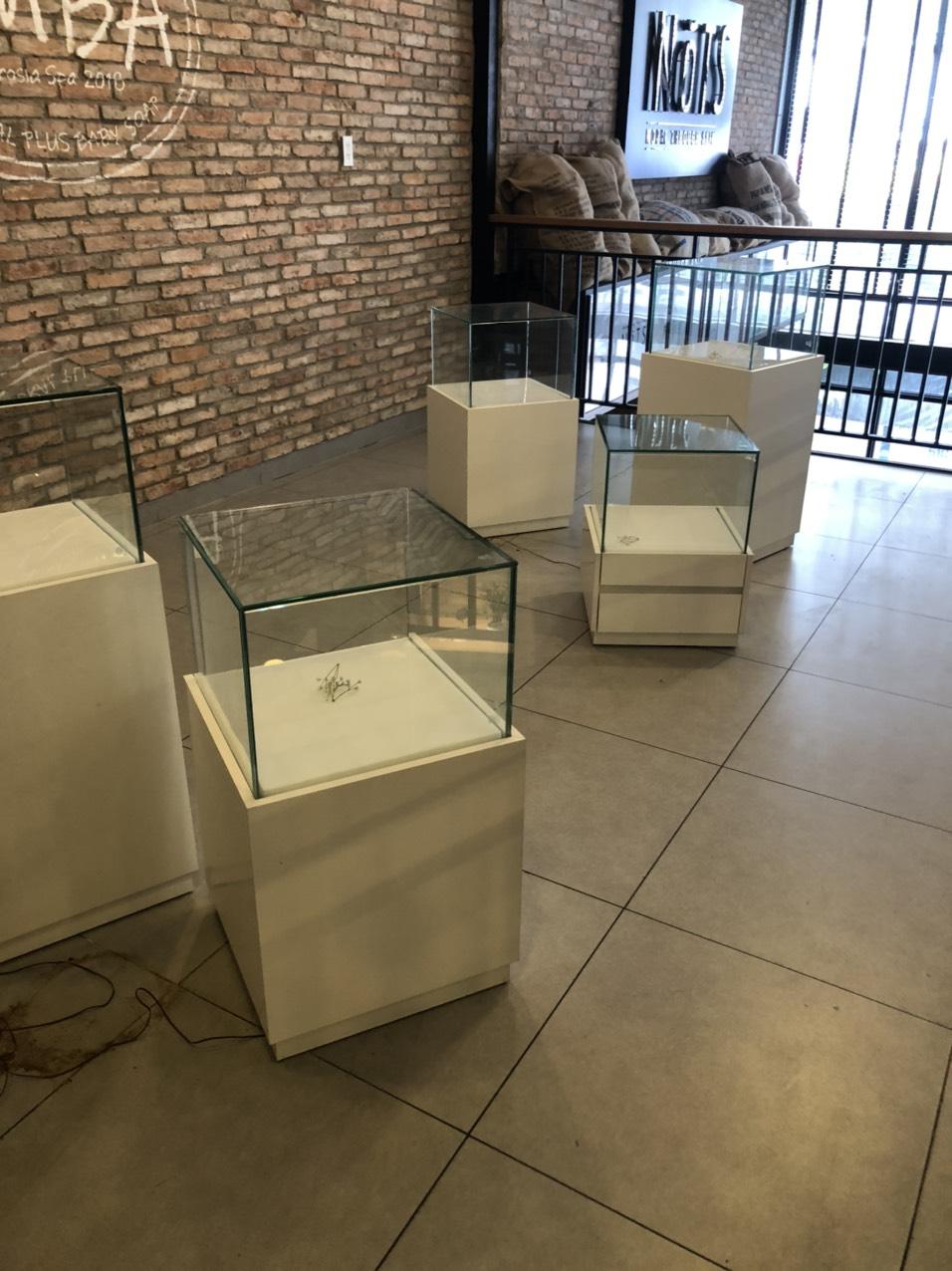 Tủ trưng bày thanh lý SP001033