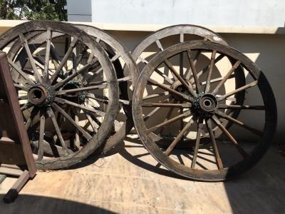 Bánh xe bò gỗ trang trí cũ thanh lý