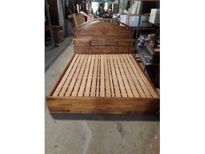 Giường gỗ sồi nhập khẩu