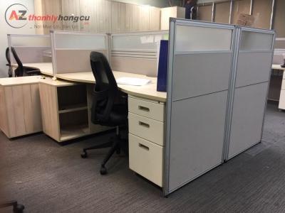 Bàn văn phòng cụm 4 chỗ có vách ngăn kèm hộc tủ 281