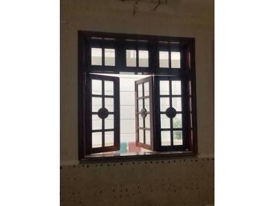 Cửa sổ 3 cánh gỗ đỏ SP000429
